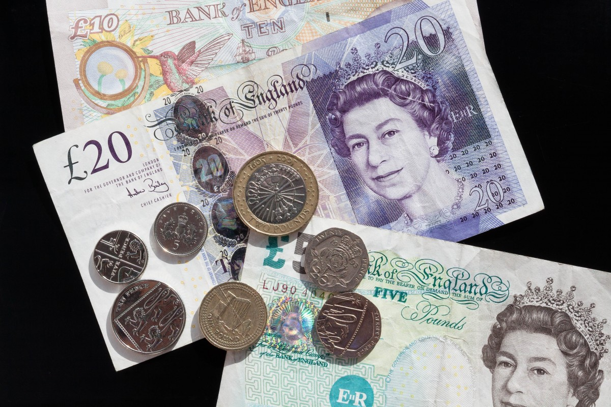pound_coins_currency_bank_note_money_wealth_business_finance-945803